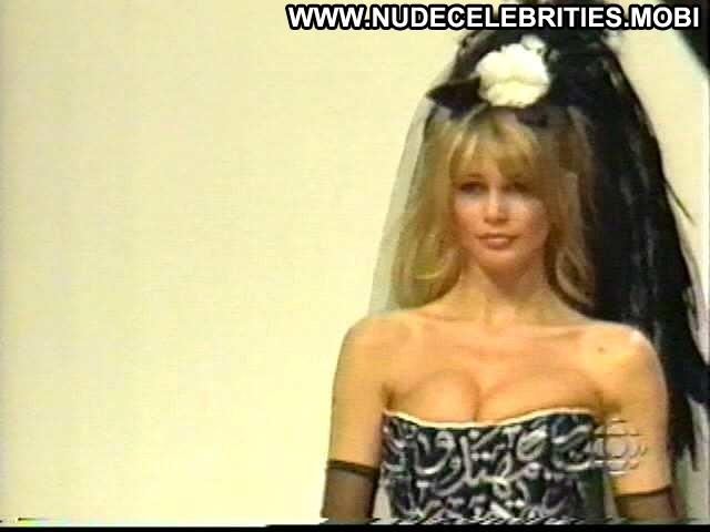 Claudia Schiffer No Source Celebrity Breasts Big Tits