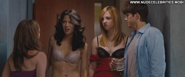 Abby Elliott No Strings Attached Lesbian Hot Babe Hd Nude Scene