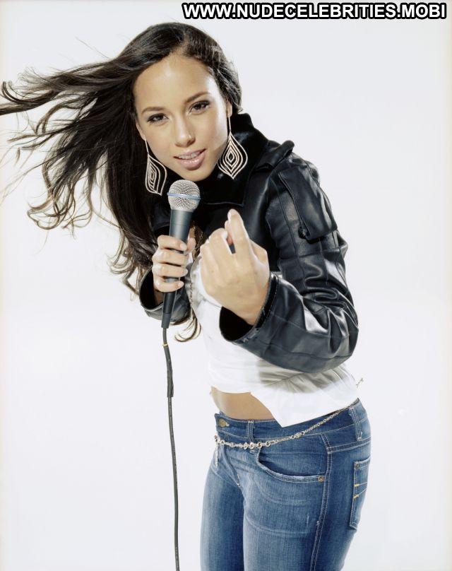 Alicia Keys Ebony Celebrity Singer Celebrity Babe Nude Scene Posing