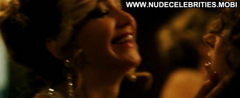 Jennifer Lawrence's Sexy Lesbian Kiss With Amy Adams Was Unplanned In American Hustle