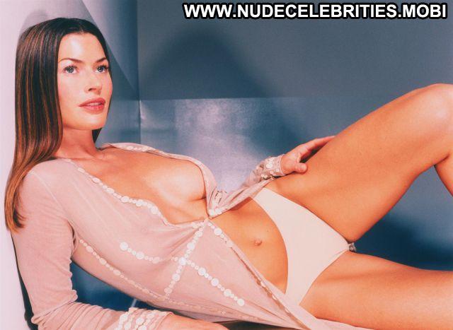 Carre Otis Nude Sexy Scene Medium Tits Brunette Showing Tits