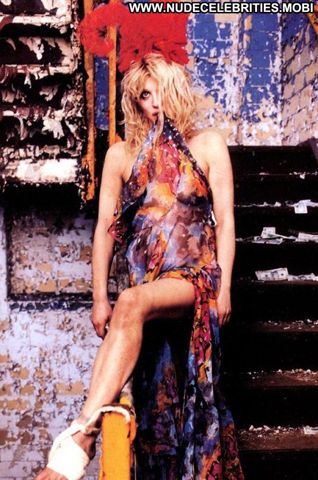 Courtney Love No Source Posing Hot Celebrity Blonde Singer Hot Posing