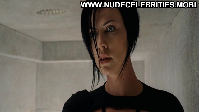 Charlize Theron Aeon Flux Blue Eyes Sexy Dress Brunette Doll