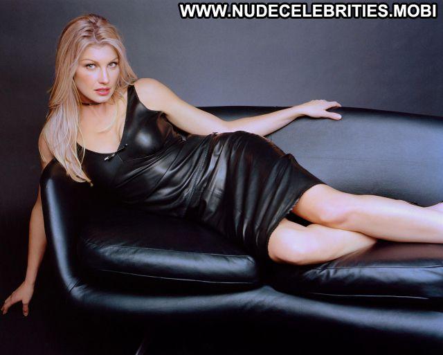 Faith Hill No Source Nude Scene Singer Blonde Celebrity Posing Hot