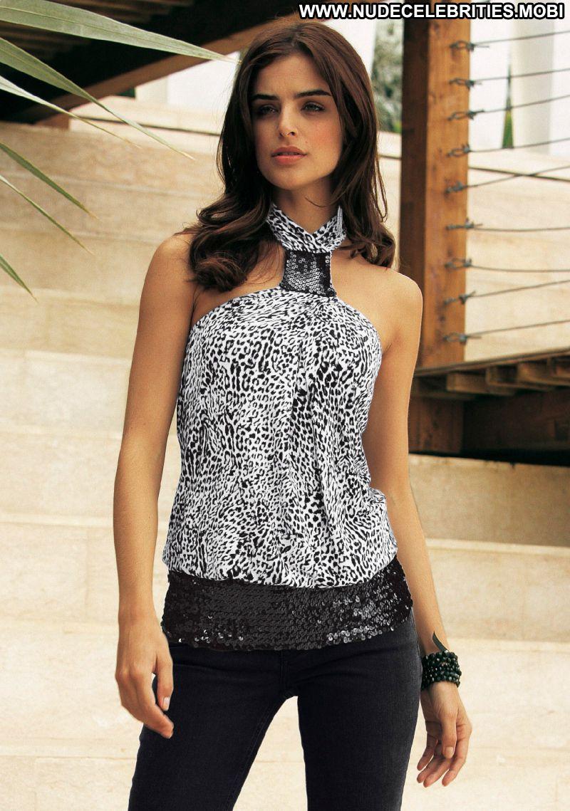 Fernanda Brandao No Source Celebrity Beautiful Babe Posing