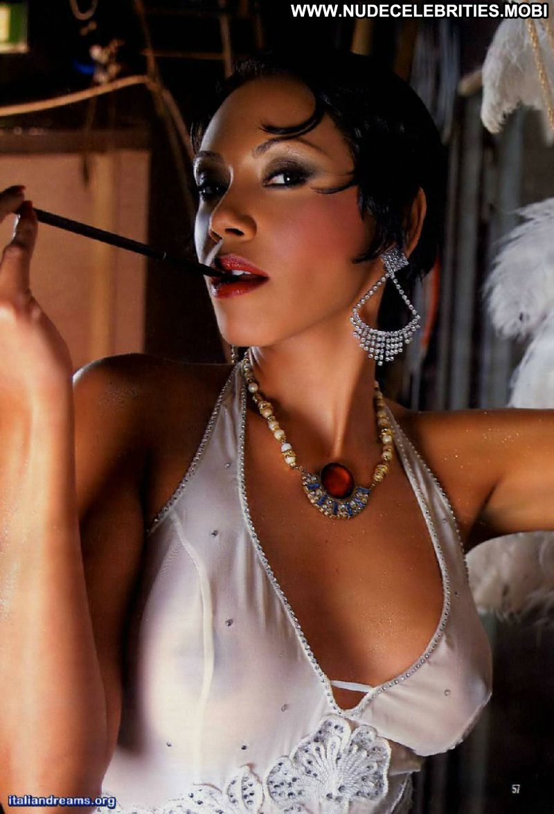 Sexy latina posing naked