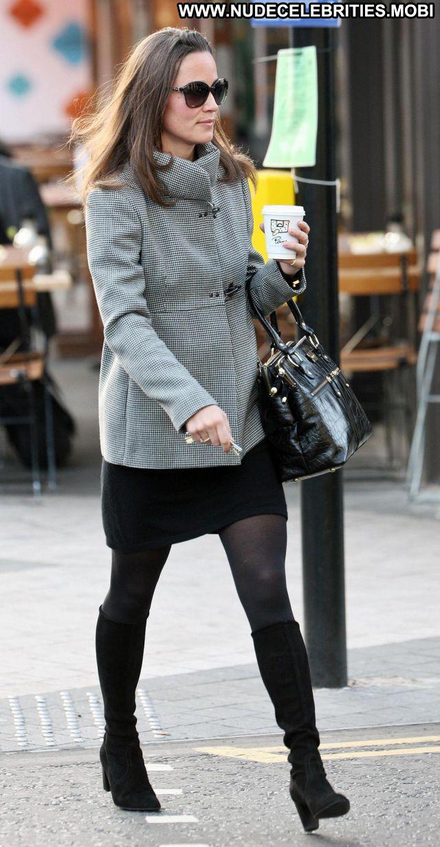 Pippa Middleton Celebrity Cute Babe Posing Hot Brunette Posing Hot