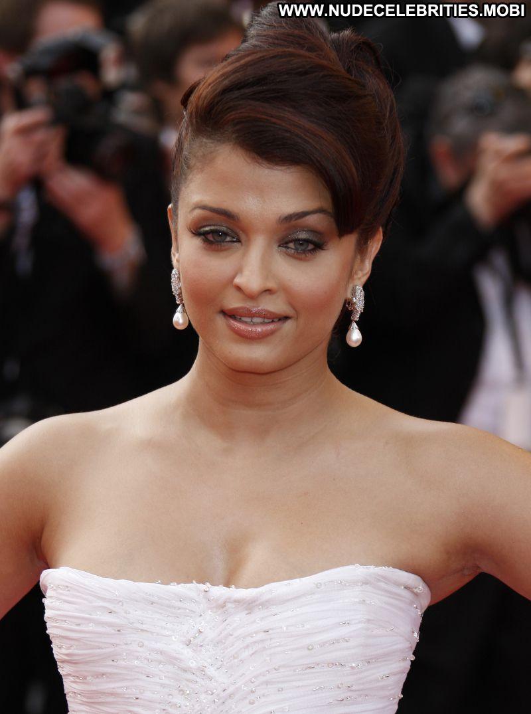 Aishwarya Rai Hot Indian Celebrity Babe Celebrity Photos and Videos