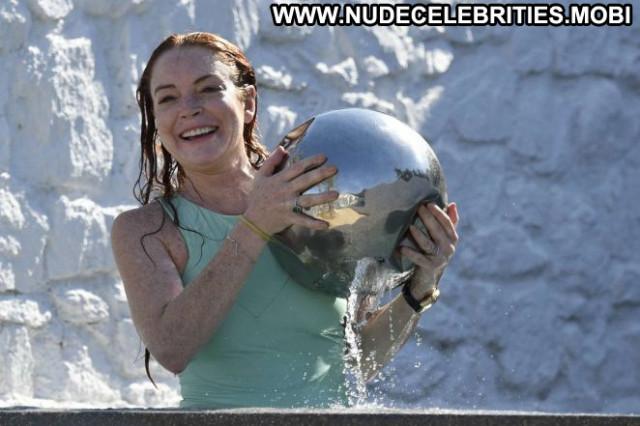Lindsay Lohan The Beach Celebrity Swimsuit Babe Paparazzi Posing Hot