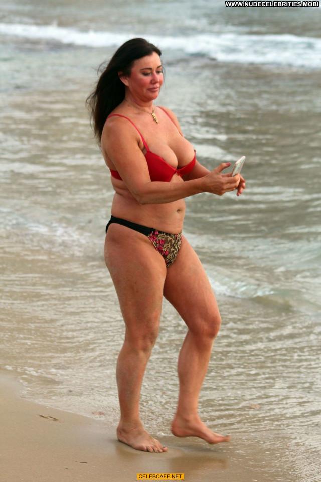 Lisa Appleton No Source Spain Posing Hot Spa Nipple Slip Celebrity