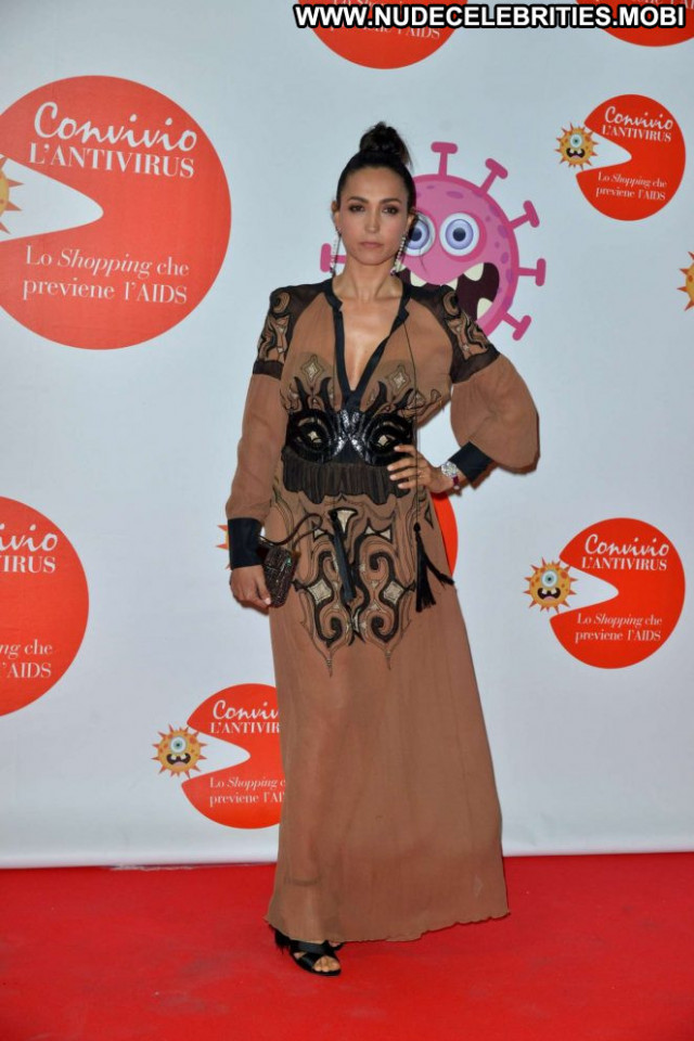 Caterina Balivo Red Carpet Babe Celebrity Paparazzi Beautiful Car Red