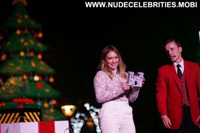 Hilary Duff No Source Babe Paparazzi Beautiful Christmas Posing Hot