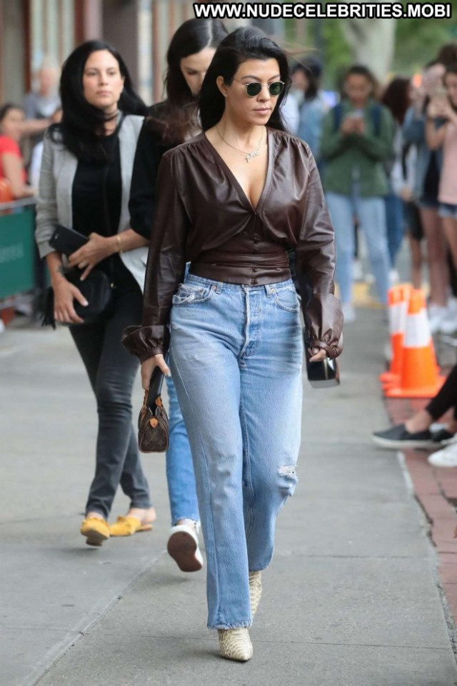 Kourtney Kardashia New York Posing Hot Paparazzi Babe Beautiful