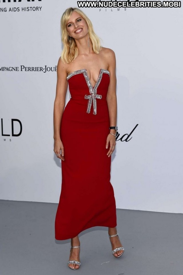 Karolina Kurkova Red Carpet  Paparazzi Car Posing Hot Babe Beautiful