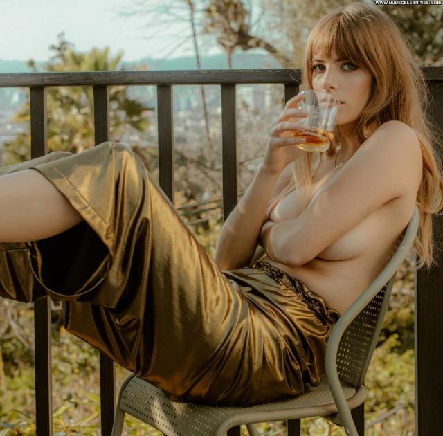 Emily Labowe No Source Babe Bus Posing Hot Nude Photoshoot Sexy Big