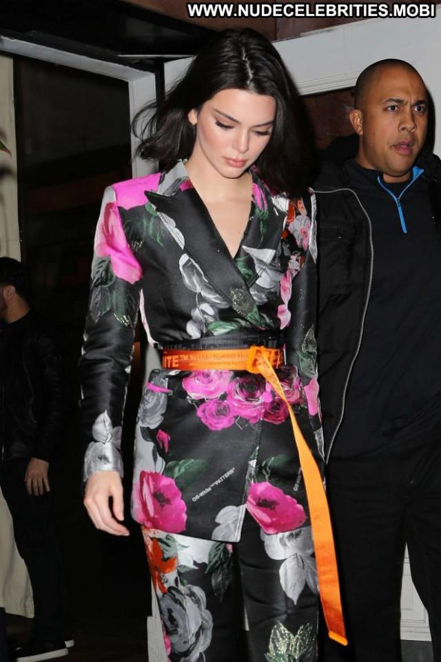 Kendall Jenner Jimmy Choo Beautiful Nyc Posing Hot Celebrity