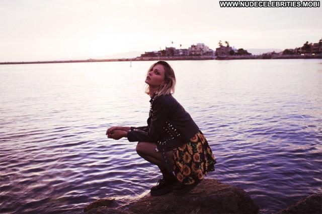 Isabella Lindblom Aaron Feaver Celebrity Posing Hot