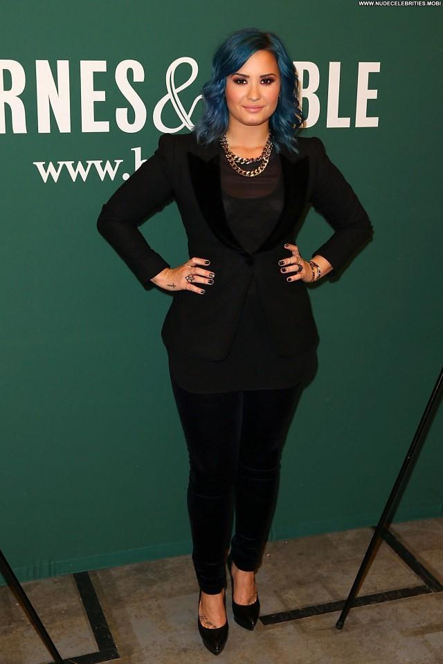 Demi Loavato Los Angeles Celebrity Beautiful High Resolution Posing