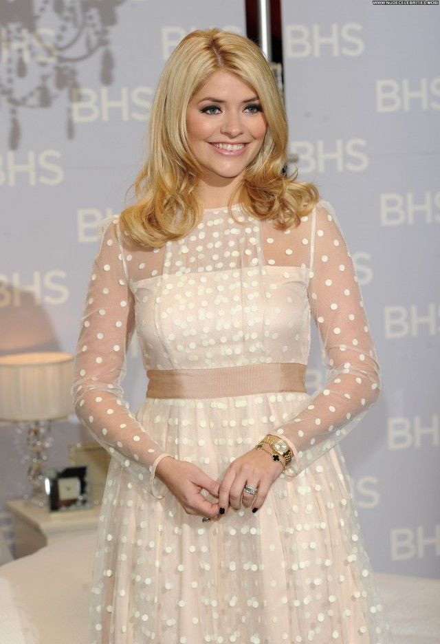 Holly Willoughby No Source  Babe Beautiful Celebrity Posing Hot High