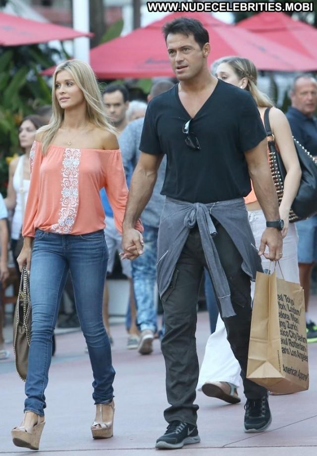 Joanna Krupa Shopping High Resolution Shopping Babe Celebrity