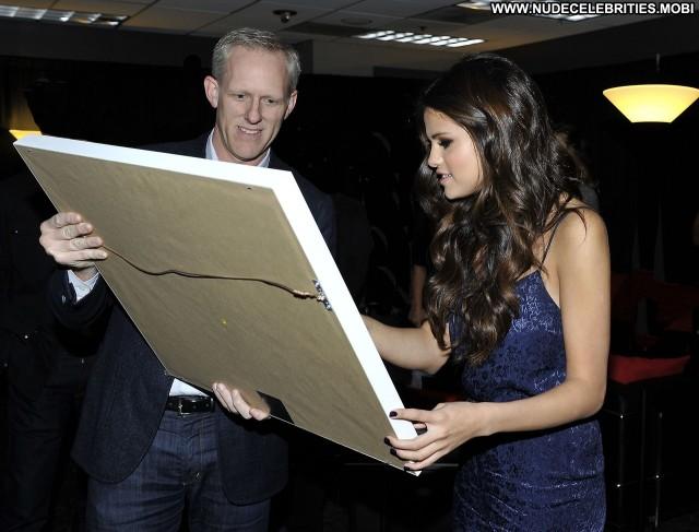 Selena Gomez Los Angeles Los Angeles Celebrity High Resolution Posing