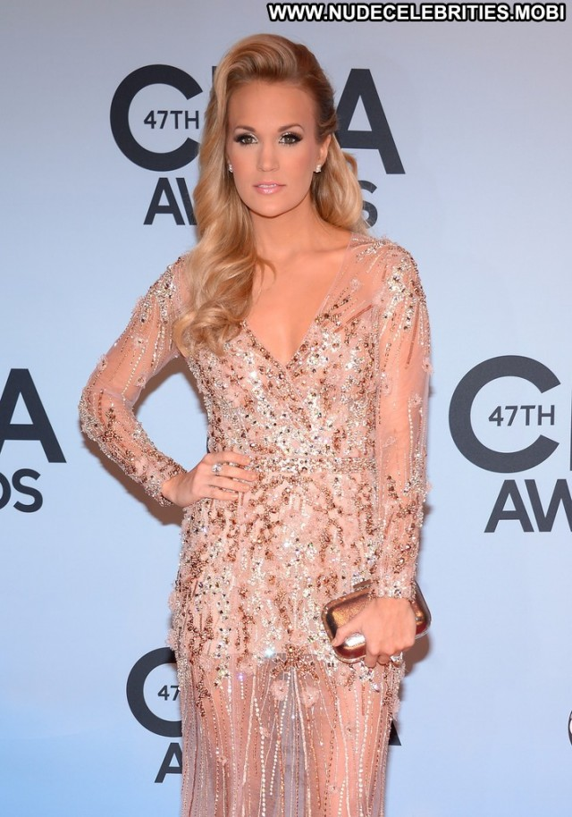 Carrie Underwood Cma Awards Celebrity Babe Awards Beautiful Posing