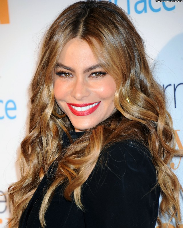Sofia Vergara Modern Family Babe Beautiful High Resolution Celebrity