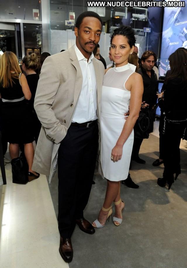 Olivia Munn Boutique Posing Hot High Resolution Celebrity Babe