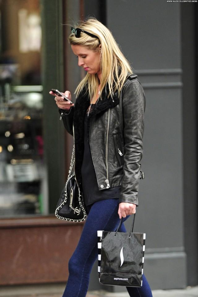 Nicky Hilton Shopping Posing Hot Babe Shopping Beautiful New York