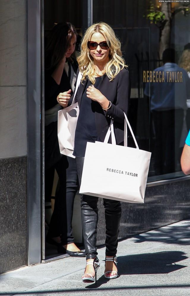 Sarah Michelle Gellar Shopping Posing Hot Celebrity Shopping