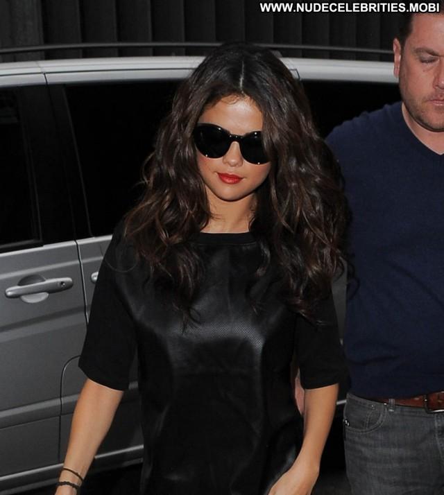 Selena Gomez No Source Posing Hot London High Resolution Babe