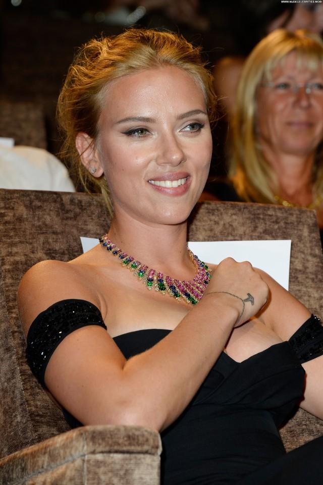 Scarlett Johansson Under The Skin Beautiful Babe Celebrity Posing Hot