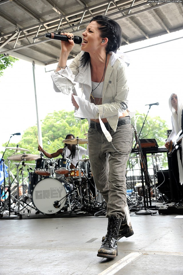 Skylar Grey Performances High Resolution Beautiful Celebrity Posing