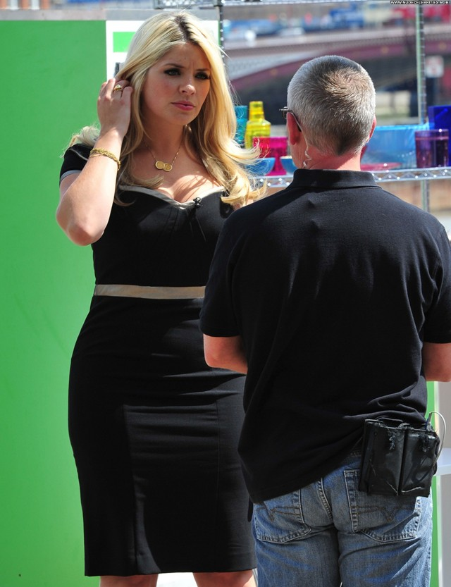 Holly Willoughby Beautiful Celebrity High Resolution Babe Posing Hot
