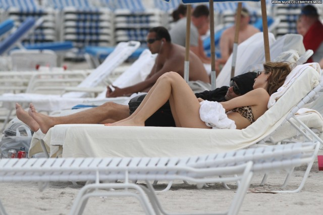 Maria Menounos Miami Beach Babe High Resolution Celebrity Posing Hot