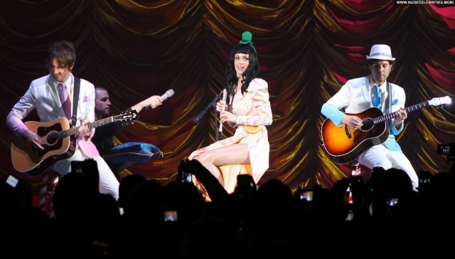 Katy Perry Performance Celebrity Posing Hot High Resolution Hat Babe