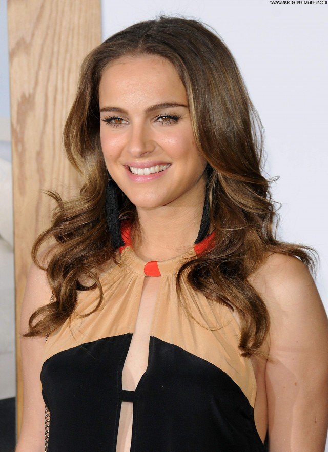 Natalie Portman No Strings Attached Beautiful Celebrity Babe Posing