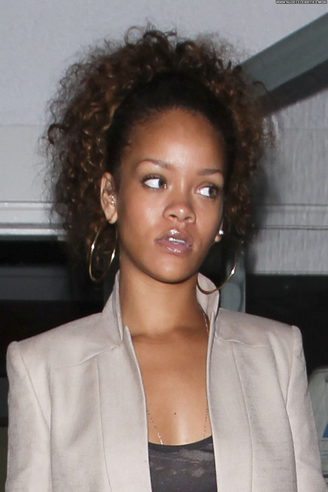 Rihanna No Source Restaurant High Resolution Beautiful Babe Celebrity