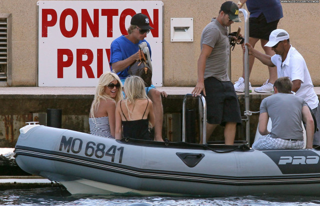 Victoria Silvstedt No Source Posing Hot Yacht High Resolution Monaco