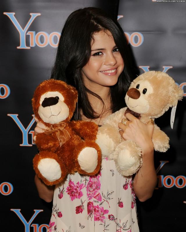 Selena Gomez No Source Babe Celebrity Beautiful Posing Hot High
