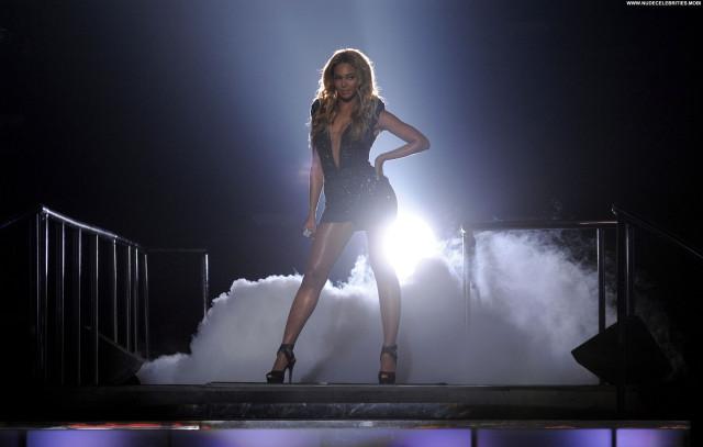 Beyonce American Idol Babe High Resolution Beautiful Posing Hot