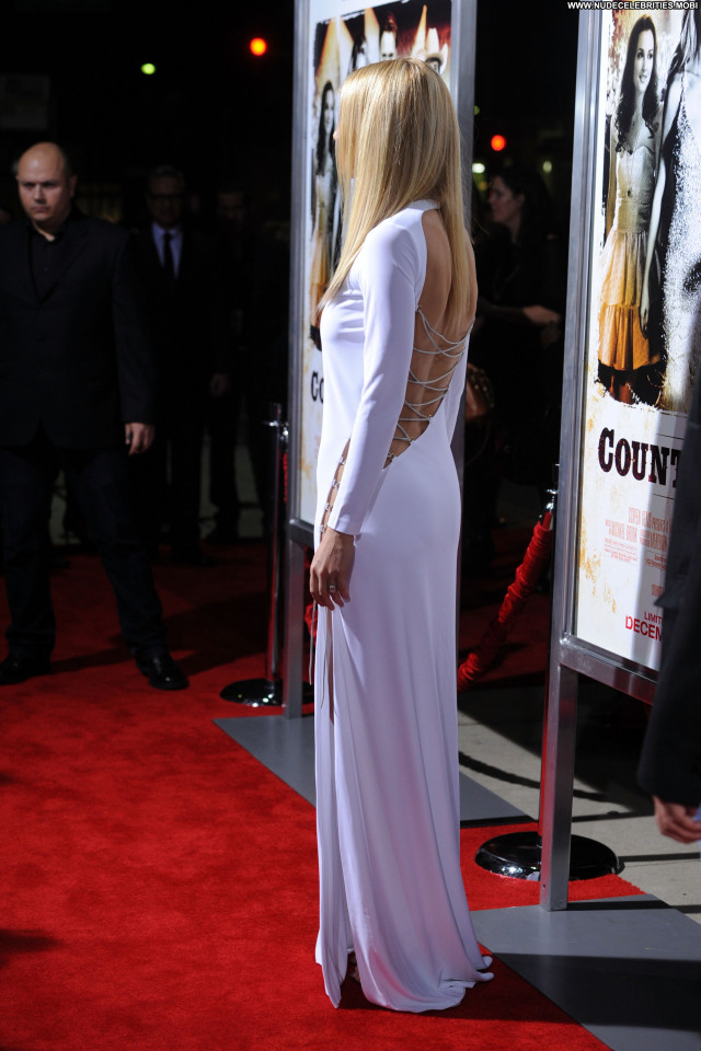 Gwyneth Paltrow Country Strong Beautiful Babe Posing Hot Los Angeles