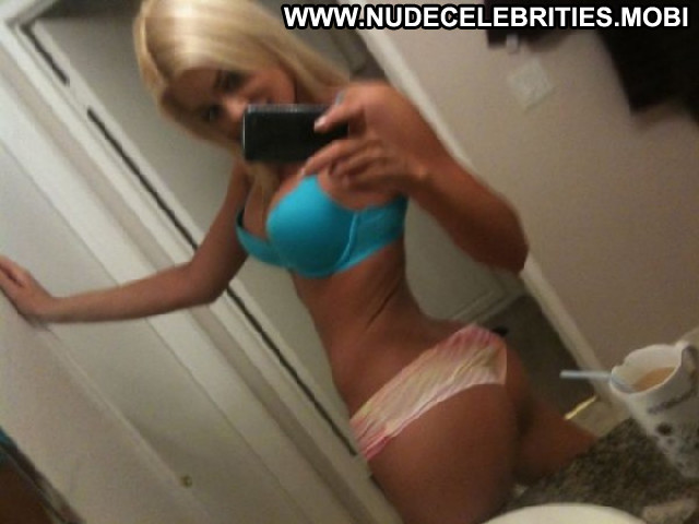 Riley Steele Private Pictures Actress Posing Hot Leaked Private