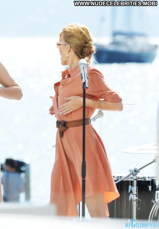 Kylie Minogue E Live Babe Nice Posing Hot Celebrity Live Upskirt