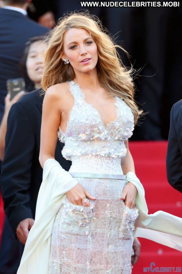 Blake Lively Red Carpet Beautiful Smile Sexy Celebrity Usa Babe