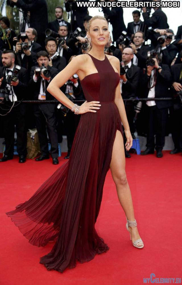 Blake Lively Red Carpet Posing Hot Babe Usa Legs Sexy Beautiful Smile