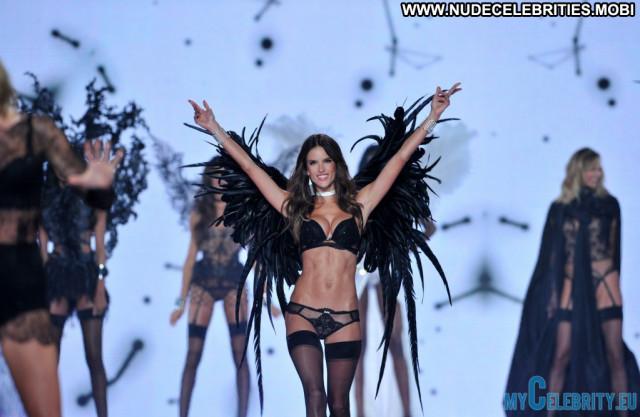 Victoria Victorias Secret Fashion Show Beautiful Babe Posing Hot