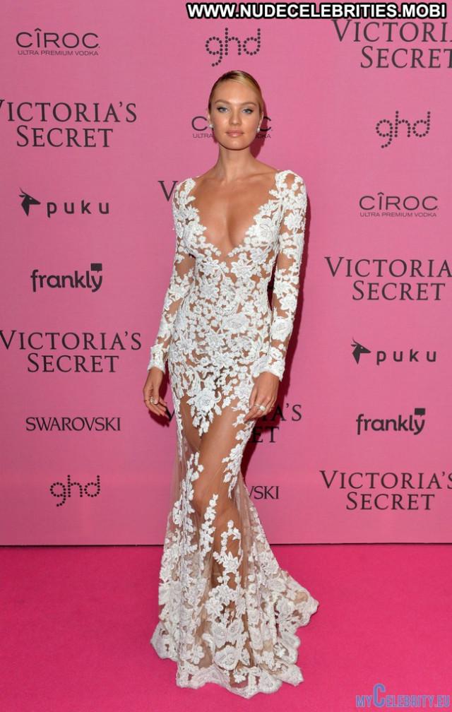 Victoria Victorias Secret Fashion Show Babe Fashion Beautiful Posing