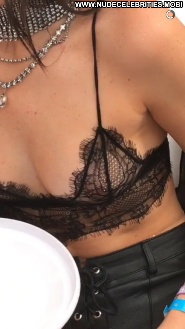 Kendall Jenner No Source Babe Posing Hot Beautiful Usa Braless