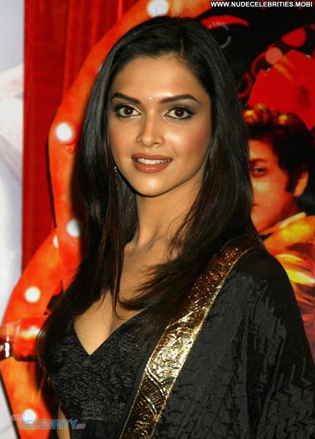 Deepika Padukone No Source Celebrity Actress Babe Beautiful Couple